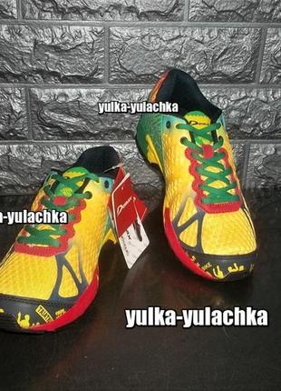 Яркие цветные подростковые кроссовки