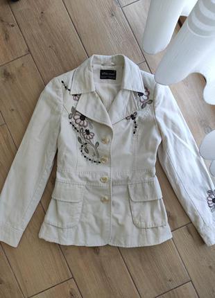 Бежевый хлопковый пиджак с вышивкой размер s-м