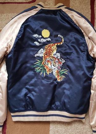 Мужская куртка-бомбер clockhouse (германия) с рисунком тигра