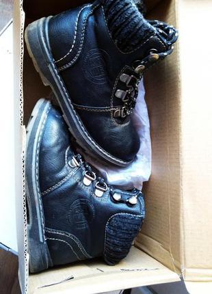Ботинки демисозинные на шнурках.