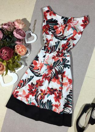 Шикарное коттоновое платье в цветочный принт.