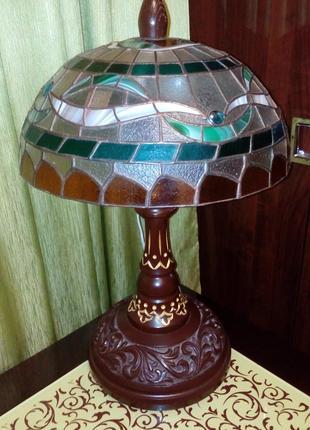 Декоративная витражная настольная лампа в стиле Тиффани