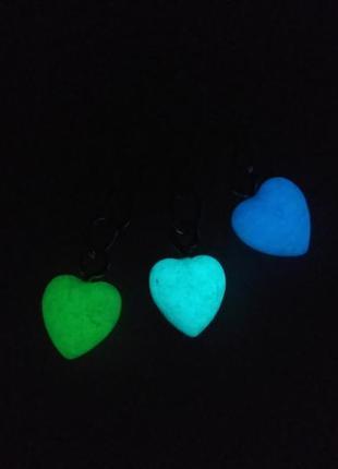 Брелок маленький 3 сердечка -(светится в темноте).