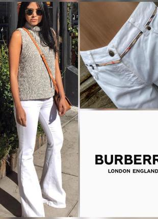 Белые джинсы клеш burberry