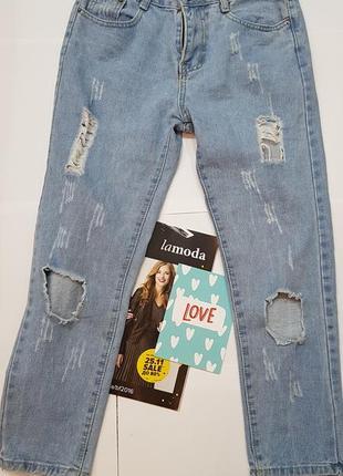 Новые светлые рваные джинсы