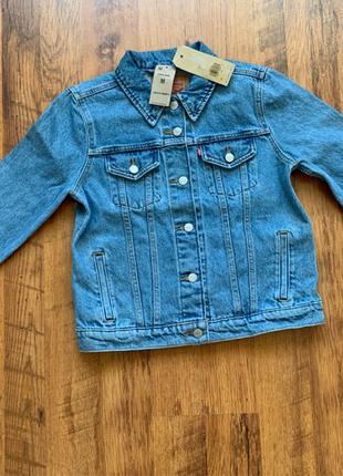 Продам женскую джинсовую куртку Levi's Trucke привезена из США 10