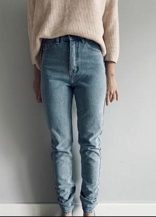 Стильные джинсы mom / плотный джинс