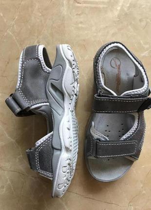 Удобные сандали для мальчика кожа  35 р