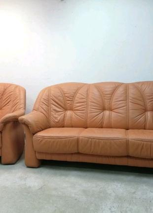 Кожаный комплект диван+кресло
