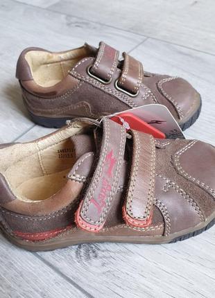 Кожаные кроссовки, спортивные туфли р.21,25