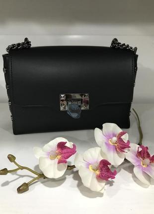 Елегантная черная сумочка на цепочке италия гладкая кожа