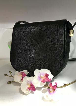 Черная кожаная сумочка кроссбоди италия
