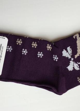 Носки з оленями фіолетові.