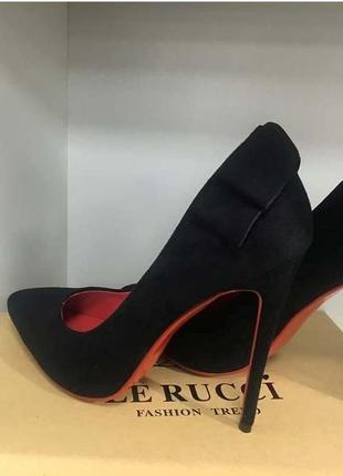 Туфли с красной подошвой le rucci