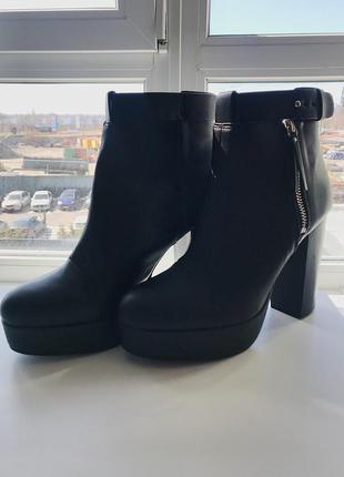Стильные ботинки на устойчивом каблуке hm