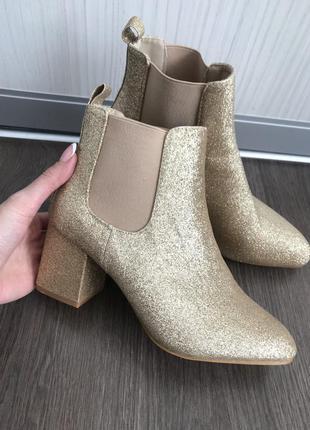 Красивые мерцающие ботинки на устойчивом каблуке missguided