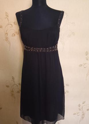 Красивое платье с декором esprit