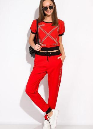 Спортивный прогулочный костюм красного цвета