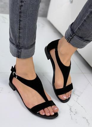 Чёрные замшевые босоножки на низком каблуке,босоножки через па...