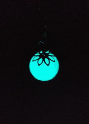 Брелок шарик с гранями -(светится в темноте).