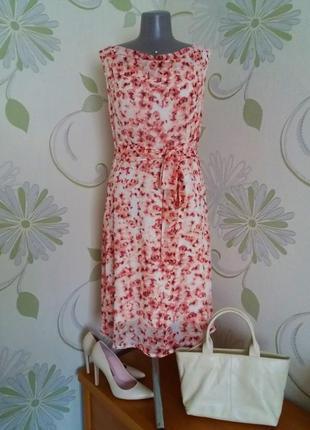 Платье шифоновое расклешенное с поясом в цветы миди