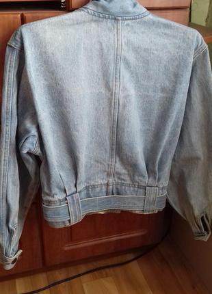 Короткий джинсовый пиджак курточка
