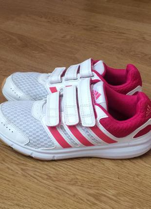 Кроссовки adidas оригинал 34 размера в идеальном состоянии