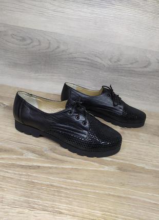 Новые кожаные туфли 36 размера от производителя