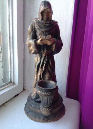 Статуэтка Монах