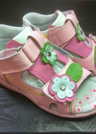 Натуральные кожаные босоножки для девочки с цветами  натуральн...