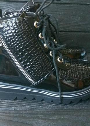 Лаковые демисезонные деми ботинки для девочки лакові демі чере...