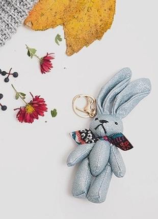 Блестящий текстильный брелок кролик зайчик на сумку рюкзак отл...