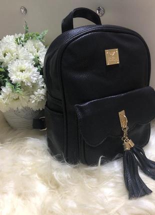 Городской женский молодежный рюкзак с кисточками и карманами н...