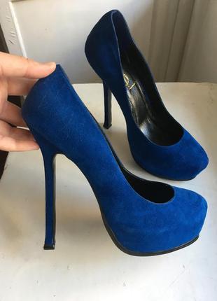 Туфли на платформе и высоком каблуке