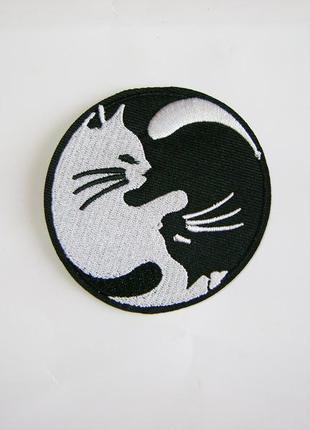 Нашивка термо аппликация на одежду инь и янь кошки