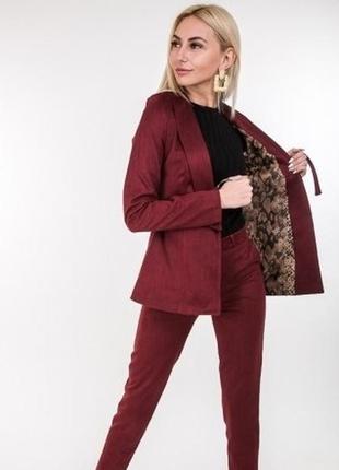 Комплект костюм брюки и пиджак в классическом деловом стиле по...