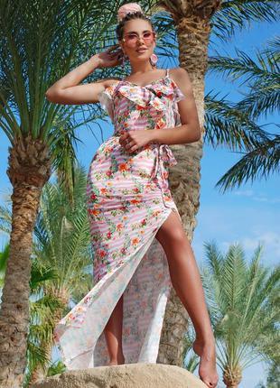 Летний легкий длинный сарафан с рюшами и разрезом цвета