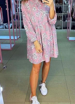 Розовое мини платье в цветы. короткое цветочное платье. хс-м