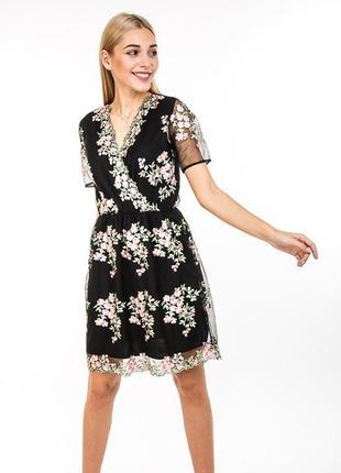 Нарядное кружевное платье с цветочной ажурной вышивкой мережив...