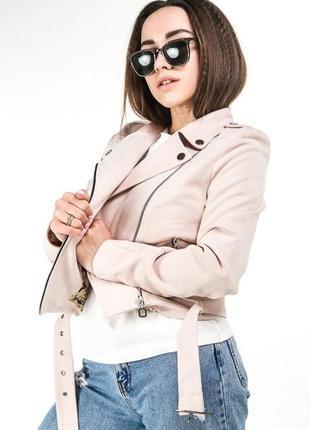 Трендовая весенняя замшевая куртка косуха