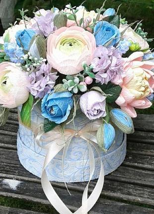 Букет цветов в шляпной коробке /букет из конфет