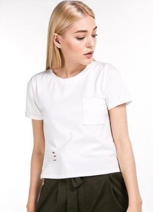 Укороченная футболка кроп-топ с разрезами цвета
