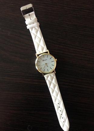 Стильные наручные часы с циферблатом без цифр годинники