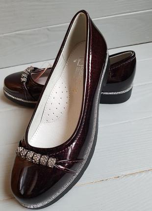 Лаковые туфли балетки с бусинами и кожаной стелькой наложка об...