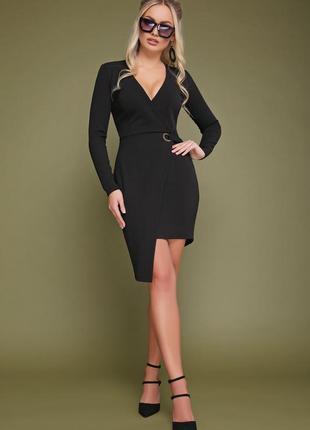 Приталенное ассиметричное платье на запах