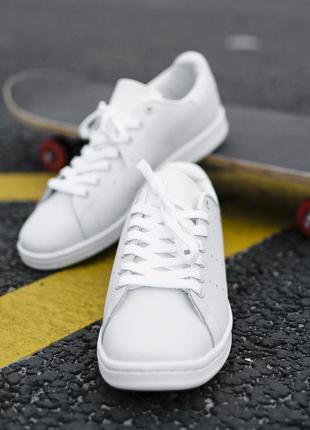 Кроссовки белые adidas