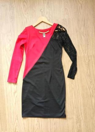 Элегантное платье с гипюровой вставкой