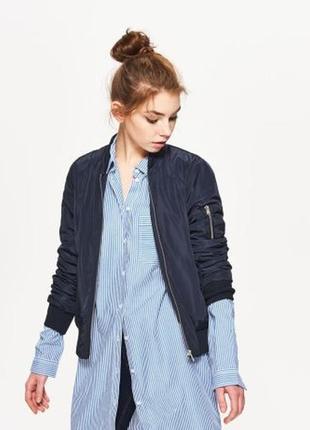 Продам новую женскую чёрную куртку бомбер ветровку пиджак cropp