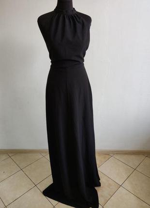 Черное вечернее платье под шею с зав'язкой и окрытой спиной
