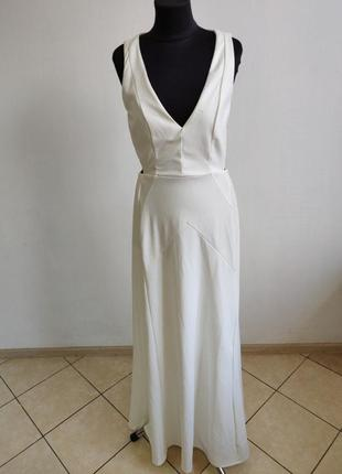 Вечернее платье с открытим декольте и прорезами по боках